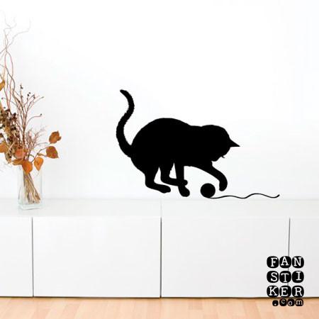 Кошка с клубком