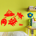 Виниловая декоративная интерьерная наклейка на стену Коровы и Летающая Тарелка