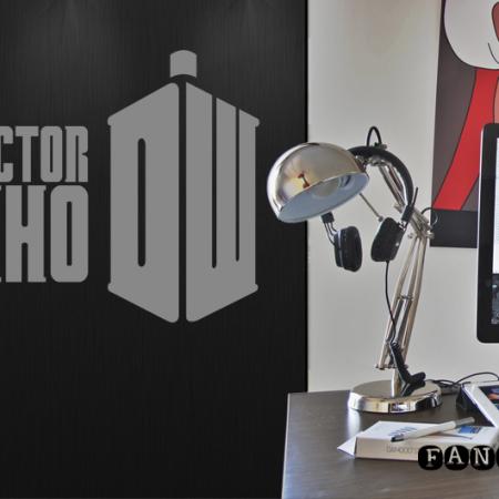Наклейка Доктор Кто классик лого